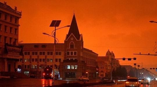 阿爾山市の赤い空