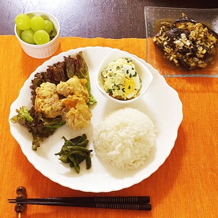 常備菜を活用したおうちごはん からあげ、ポテサラ、なすネギソース