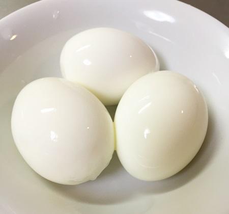 ダイソーたまご殻むき器のゆで卵