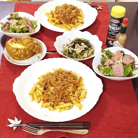 おうちごはん ペンネボロネーゼ、ジャックオランタンクラムチャウダー、小松菜と豚肉