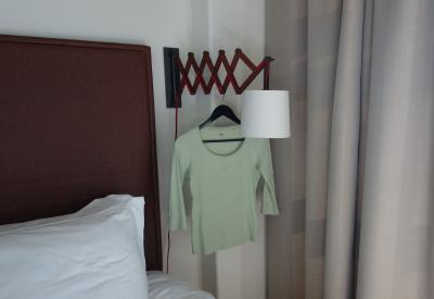 ボロホテル客室、洗濯物