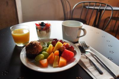 ボロホテルの朝食