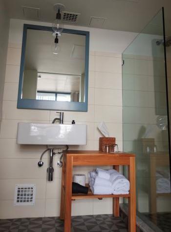 ボロホテル浴室