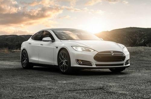 2014-Tesla-Model-S-P85_01