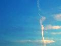 溶ける飛行機雲