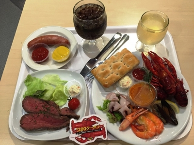 150808IKEAレストラン&カフェ鶴浜店牛フィレのサラダ399円とザリガニプレート500円に買物券200円付