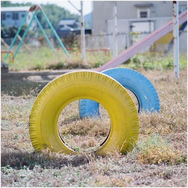 n-mamiya330f-2015-10-18-180mm-portra405-寂しい遊具-20310006_R