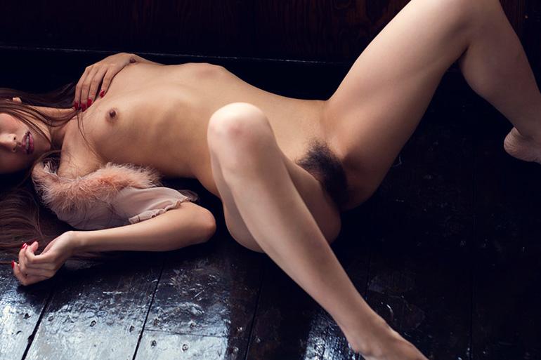 スレンダー美女のしなやかなヌード画像100枚