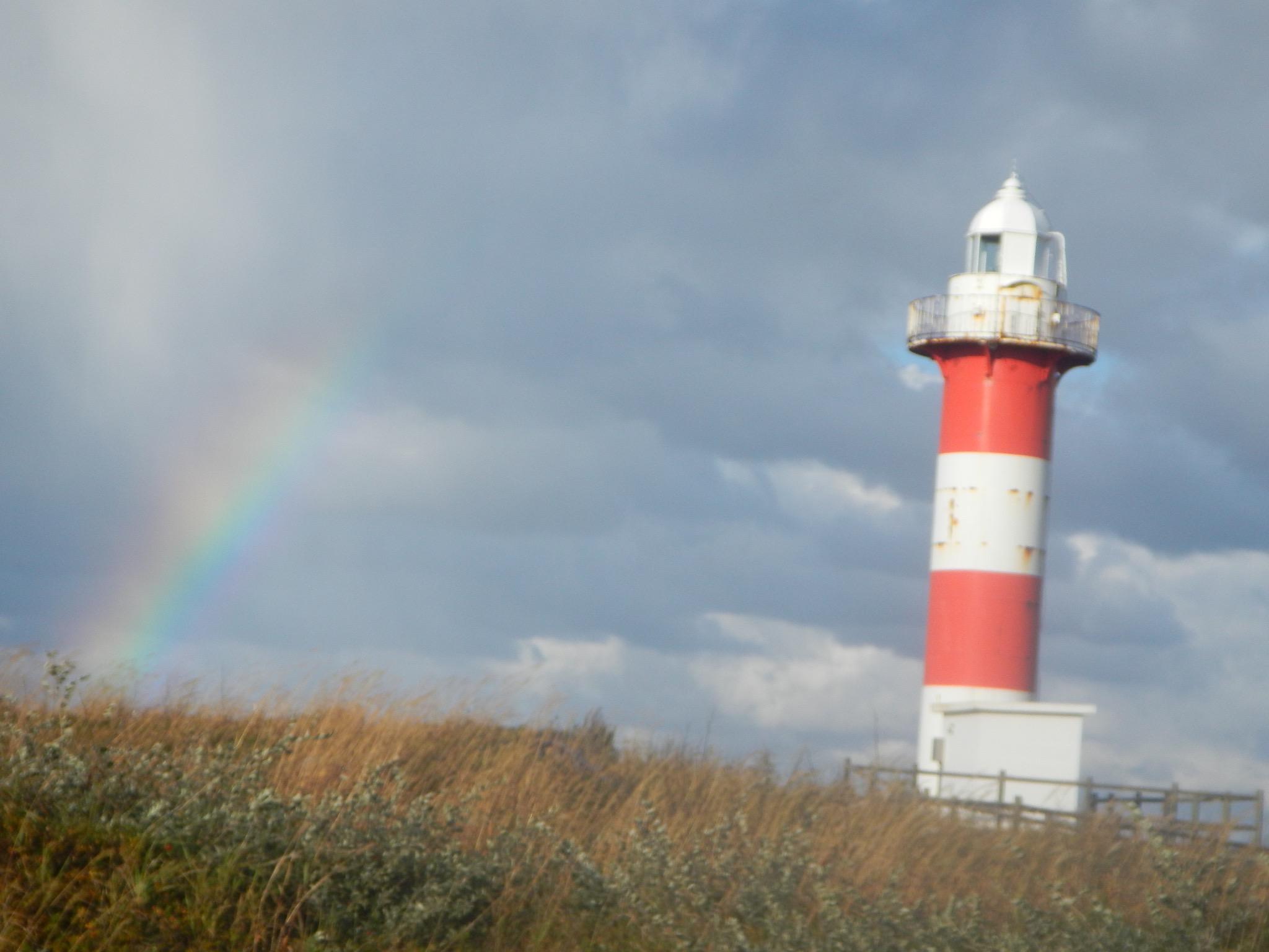 虹がかかる石狩灯台