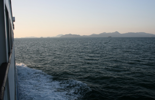 IMG_9922 怱那諸島が見えてくる(640x413)