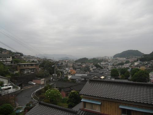 明日も雨だって。