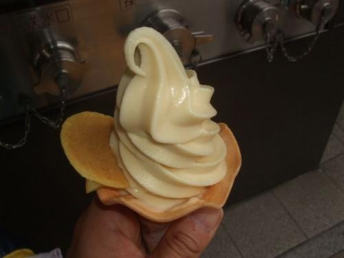 舟和の芋ソフトクリーム