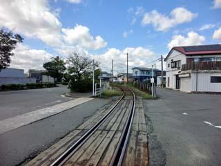 「区画街路9号踏切」から東邦亜鉛(株)小名浜製錬所方を撮影