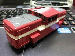 塗装作業が終盤に入ったディーゼル機関車(ボディー)