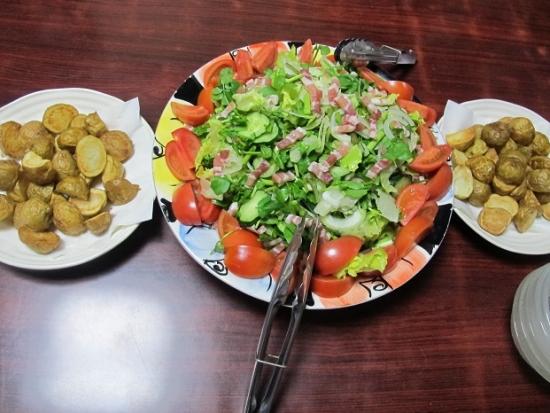 パンチェッタのサラダ、ポテト、カレーうどんスープ