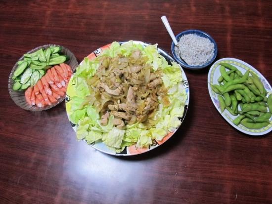 焼肉とキャベツ盛、カニカマときゅうり、枝豆