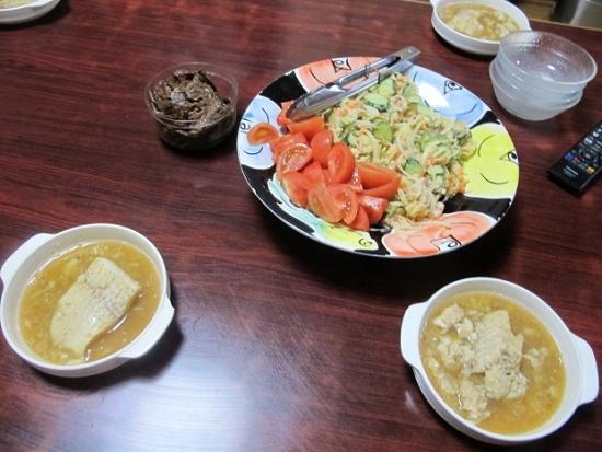 トロカレイの煮付け、トマトとポテトサラダ、豆腐の佃煮