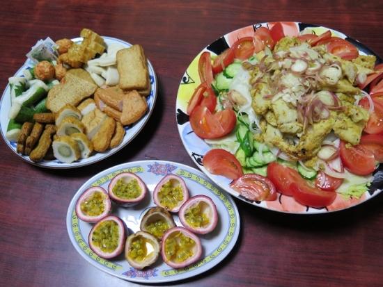 カジキマグロのソテーサラダ、さつま揚げ盛、パッションフルーツ