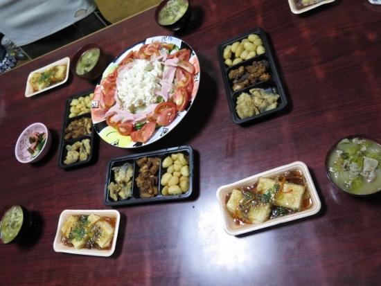半額おつまみセット、半額揚げ出し豆腐、魚肉ソーセージのサラダ