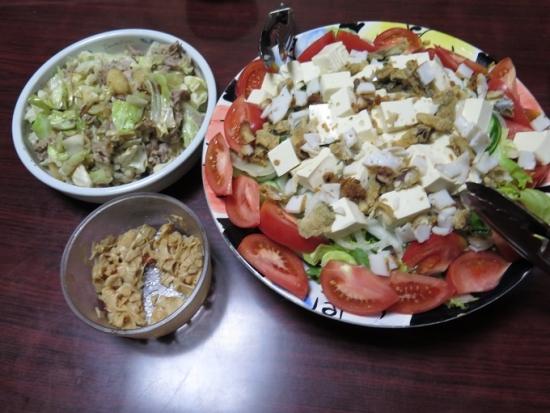 残り物ぶっかけ豆腐サラダ、豚肉とキャベツの塩ダレ炒め