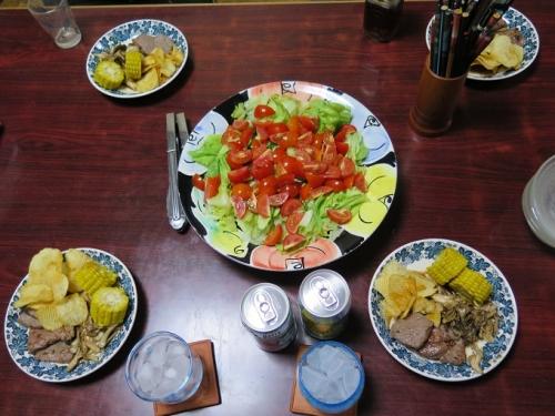 お家BBQステーキ、サラダ