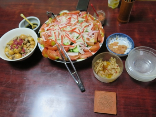 キンカン(卵もつ)もつ煮、カニカマサラダ