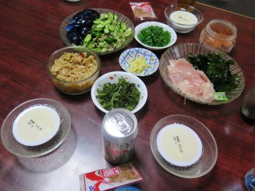 キハダマグロハラモ刺身、冷奴、漬物サラダ