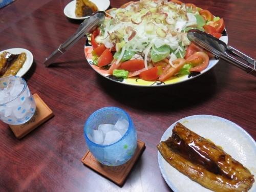 サンマ蒲焼、山盛り冷しゃぶサラダ