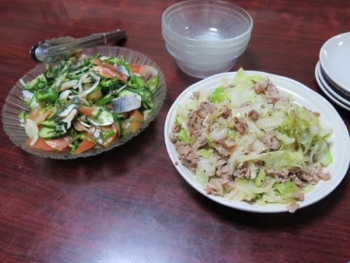 豚肉とキャベツの塩ダレ炒め、コノシロのサラダ風マリネ