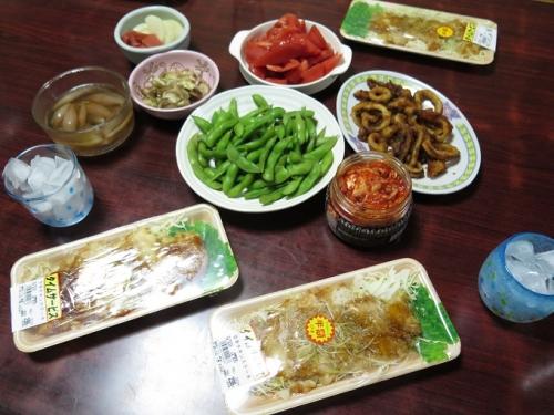 半額チキン、イカから揚げ、枝豆、トマト、漬物