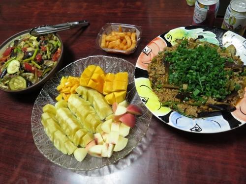 マーボナス、夏野菜の揚げびたし、フルーツ盛り合わせ