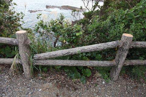 古式捕鯨山見台柵の損傷