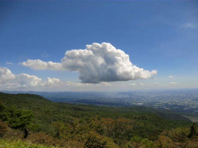 雲が多く、遠望はきかない