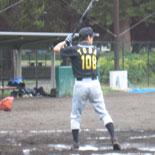 5回表、先頭の戸田が二塁打で出塁