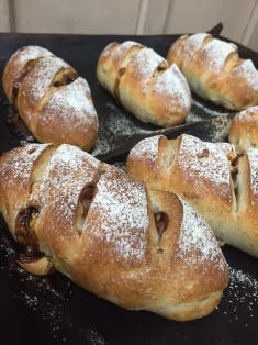 パン画像 全粒黒糖クルミ