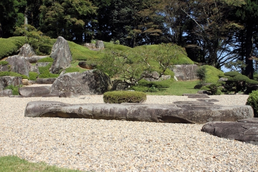 大麻山神社庭園の靴脱ぎ石