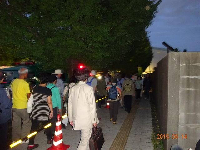 国会正門に向かう参加者