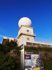 灰が峯のレーダー観測所1