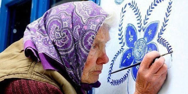 czech grandma that paints flowers in her village
