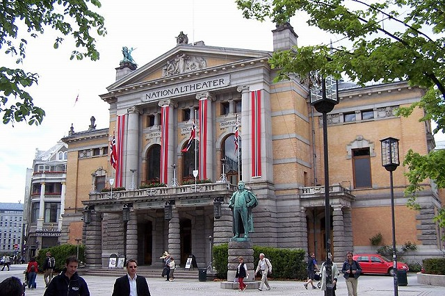 800px-Oslo_Nationaltheatret.jpg