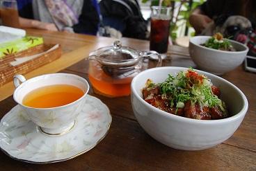 厚揚げ丼とルイボス茶