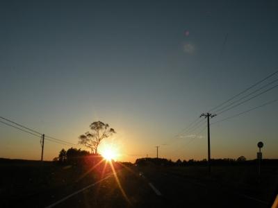 地平線に沈む夕日
