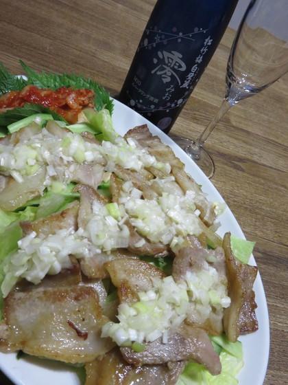 澪と一緒に豚バラたっぷりネギのせサラダ