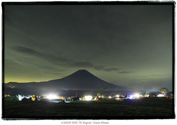 静岡県ふもとっぱら富士山の夜景1505fumoto01.jpg