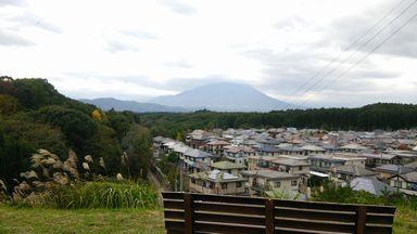 岩手山とベンチ