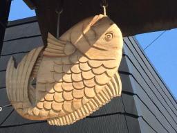木彫りの鯛焼きが目印なんですね