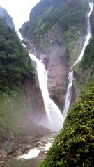150904_3437_友人の富山旅行・落差日本一の称名滝_480x854