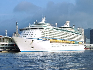 150907_120710_神戸港の「Voyager of the Seas」VGA
