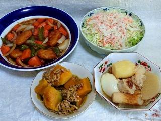 151006_3522酢鶏・カニカマのサラダ・かぼちゃと挽肉の煮物・おでんVGA