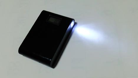 2000mAh ライトアップ照明機能付きモバイルバッテリー2